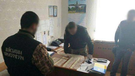 Посадовця Кіровоградської льотної академії викрили на хабарництві