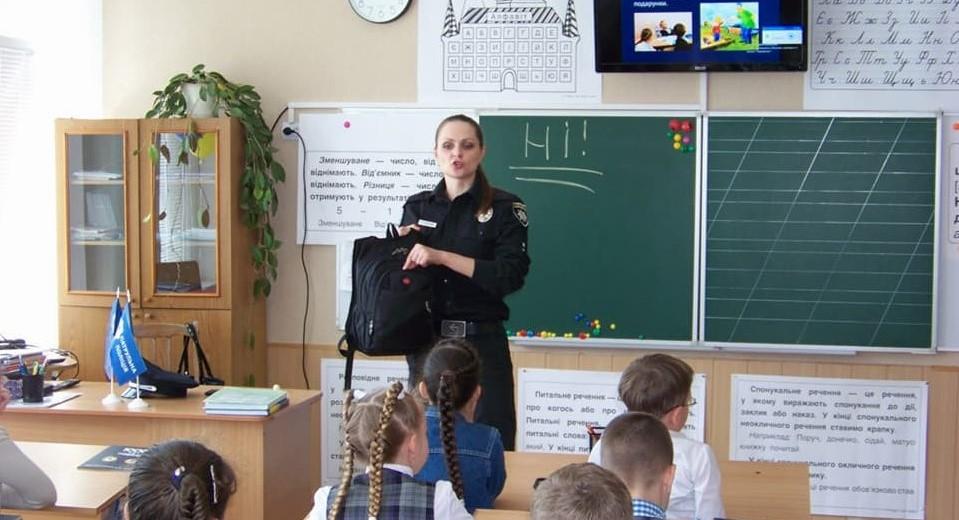 Без Купюр Відтепер у всіх школах Кропивницького працюватимуть ШОПи Життя  шкільні офіцери програма поліція Кропивницький