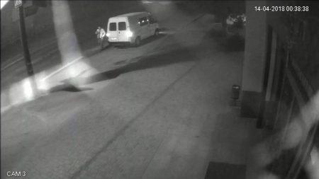 """Крадії каналізаційних люків у Кропивницькому """"засвітилися"""" на відео камер спостережень. ФОТО. ВІДЕО"""