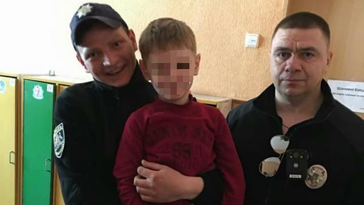 У Кропивницькому 5-річний малюк сам дістався дитсадка, поки його шукали батько й патрульні. ФОТО - 1 - Життя - Без Купюр