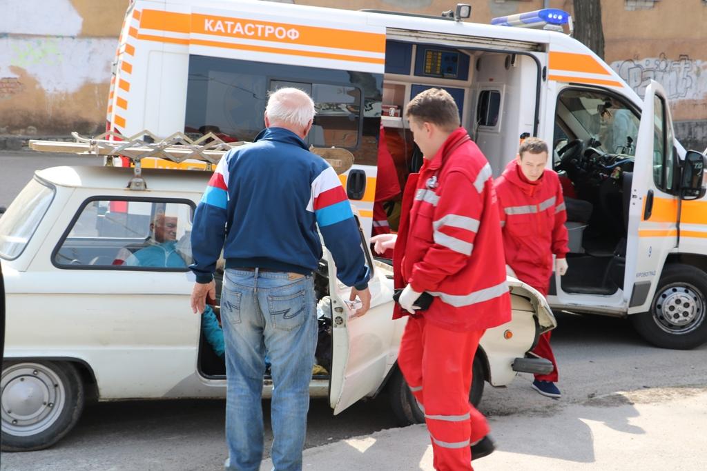 У Кропивницькому «Запорожець» в'їхав у «Lexus», постраждала пенсіонерка. ФОТО - 2 - Події - Без Купюр
