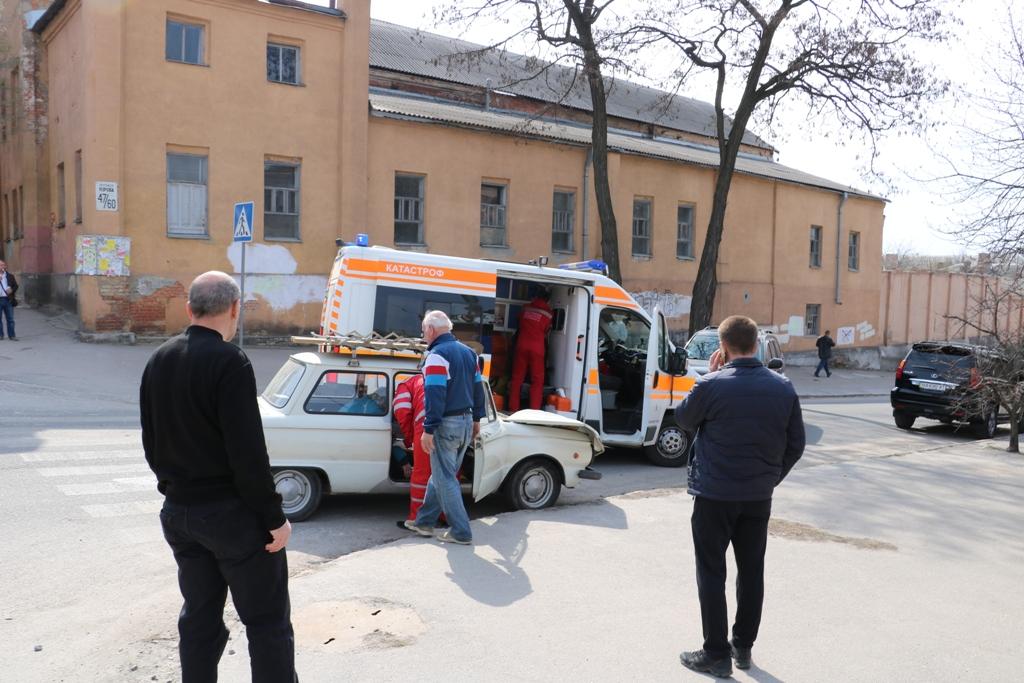 Без Купюр У Кропивницькому «Запорожець» в'їхав у «Lexus», постраждала пенсіонерка. ФОТО За кермом Події  Кропивницький ДТП