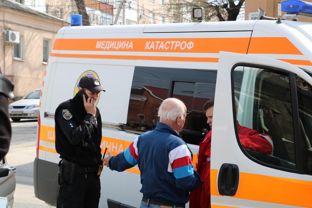 У Кропивницькому «Запорожець» в'їхав у «Lexus», постраждала пенсіонерка. ФОТО - 8 - Події - Без Купюр