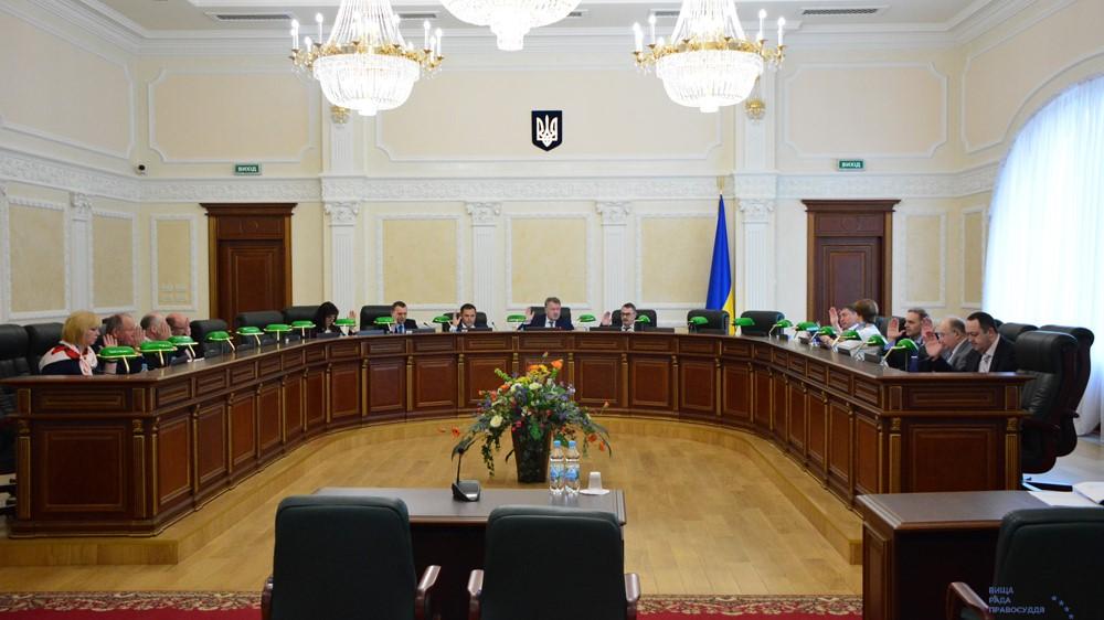 Суддю, який заочно ухвалив рішення, що послугувало рейдерству в Бережинці, звільнили - 1 - Рейдерство - Без Купюр
