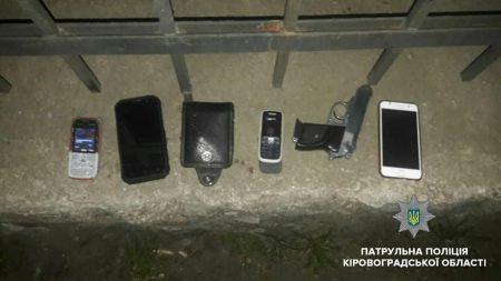 На Новомиколаївці молодики зі зброєю пограбували перехожих. ФОТО