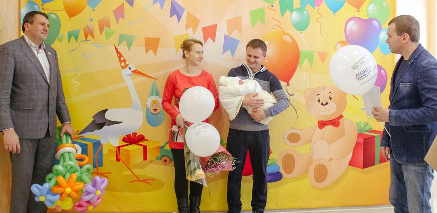 В пологових будинках Кіровоградщини вручили тисячу свідоцтв про народження 1