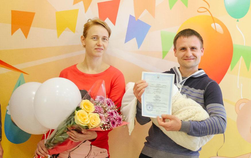 В пологових будинках Кіровоградщини вручили тисячу свідоцтв про народження 2