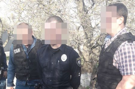 У Кропивницькому затримали патрульного, підозрюваного в отриманні хабара. ФОТО