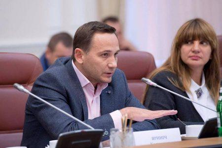 Костянтин Яриніч: Медиків і пацієнтів зводять лобами