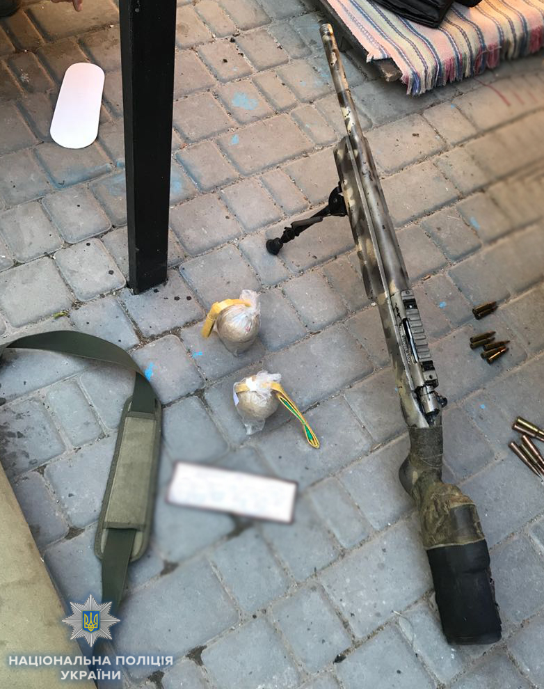 Без Купюр У двох жителів Кіровоградщини виявили понад понад 130 доз наркотиків та 5 одиниць зброї Кримінал  наркотики Кіровоградщина зброя