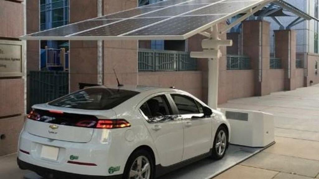 Без Купюр У Кропивницькому може з'явитися безкоштовна зарядна станція для електрокарів Життя  сонячні батареї Кропивницький електоркар