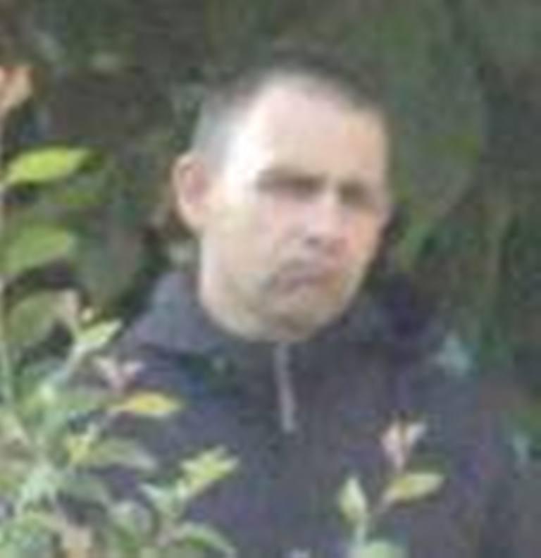 Без Купюр Поліція розшукує 5 чоловіків, яких підозрюють у причетності до розбійного нападу Життя  розшук поліція Кропивницький Кіровоградщина