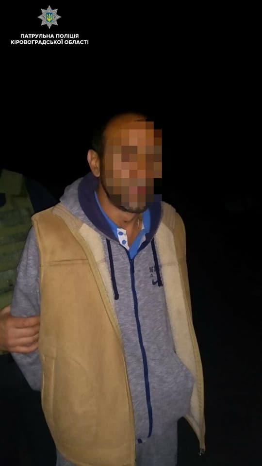 Без Купюр У Кропивницькому патрульні затримали автівку зі зброєю і наркотиками. ФОТО Події  Патрульна поліція наркотики Кропивницький зброя
