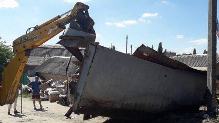 У Кропивницькому демонтували пункт прийому металобрухту, який приймав і каналізаційні люки. ФОТО