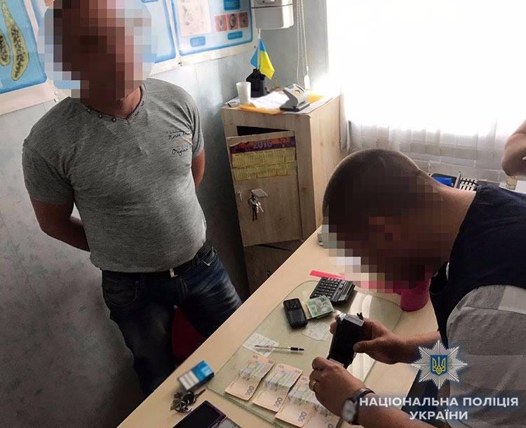Без Купюр У Кропивницькому за підозрою в хабарництві затримали керівника лабораторії Держспоживслужби. ФОТО Корупція  хабар поліція Кропивницький