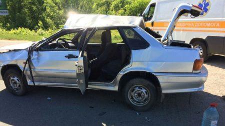 На Кіровоградщині сталася ДТП, одна автівка кілька разів перекинулась у повітрі. ФОТО