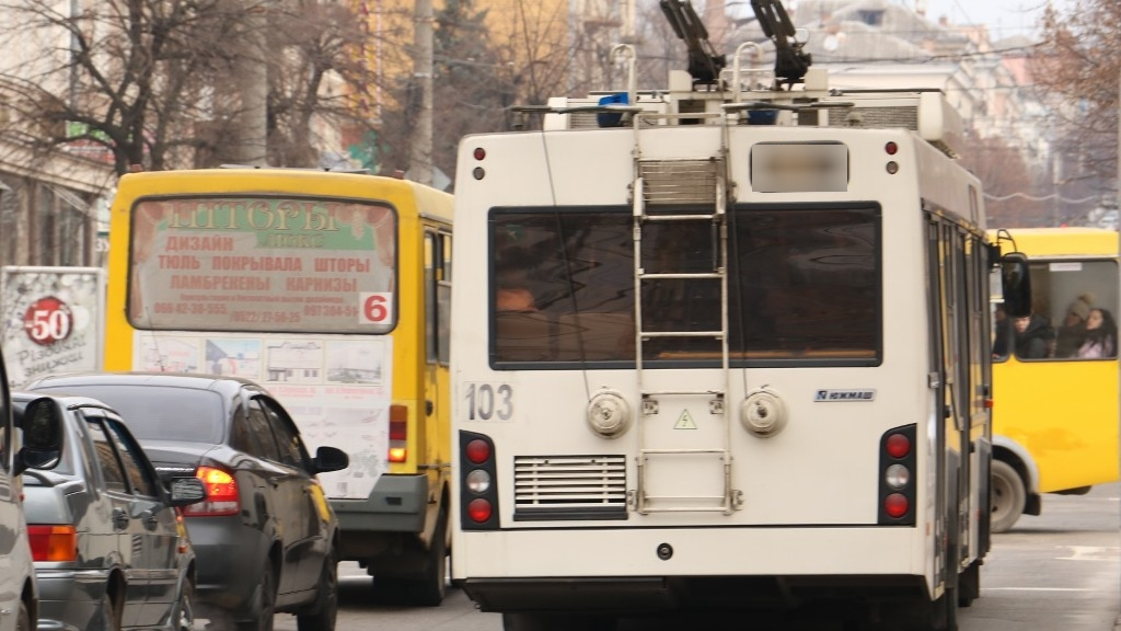 Без Купюр У Кропивницькому тролейбуси тимчасово не їздитимуть до залізничного вокзалу Події  тролейбус транспорт теплопостачання Олександр Вергун Кропивницький