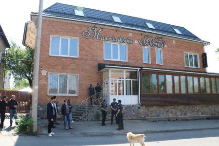 У Кропивницькому намагалися оштрафувати власників «Михайлівської бані» за самозахват тротуару. ФОТО