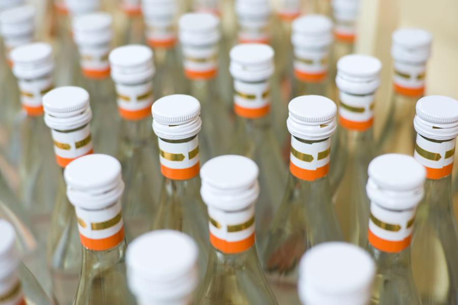Без Купюр Кропивницький www.kypur.net - Кримінал - Тонни спирту та тисячі пачок цигарок вилучили у фальсифікаторів алкогольно-тютюнових виробів Фотографія 1