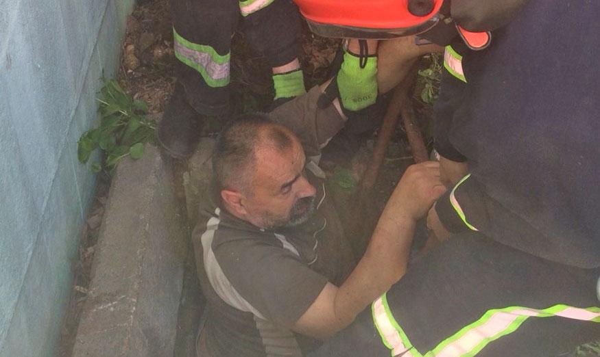 У Кропивницькому рятувальники допомогли чоловікові вибратись з погреба 1