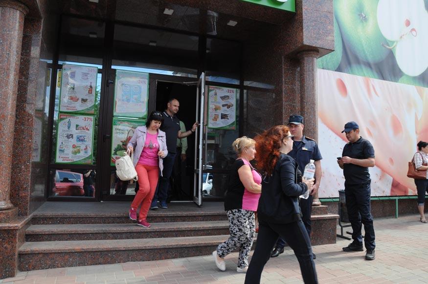 """Без Купюр """"Файно маркет"""" Кропивницького перевірили на дотримання пожежної безпеки. ФОТО Життя  Файно маркет перевірка Кропивницький ДСНС"""