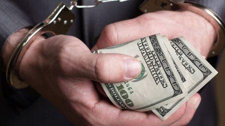 На Кіровоградщині за  підозрою в отриманні 500 доларів хабара затримали секретаря ОТГ
