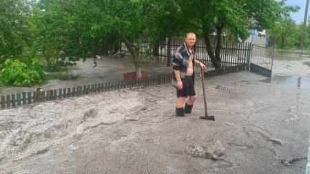 На Кіровоградщині дощ із градом знищили городину. ФОТО