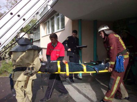 У Світловодську чоловік впав із вікна п'ятиповерхівки. ФОТО