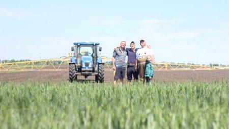 Про відомого фермера і волонтера Олексія Цокалова зняли відео