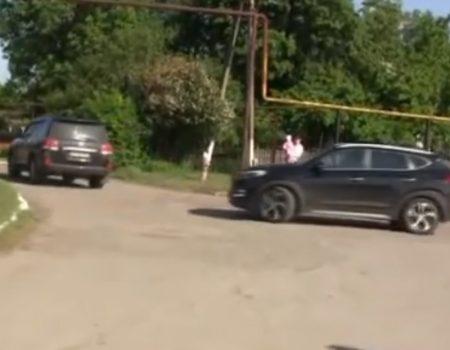 На Кіровоградщині селяни облили зеленкою і прогнали рейдерів. ВІДЕО