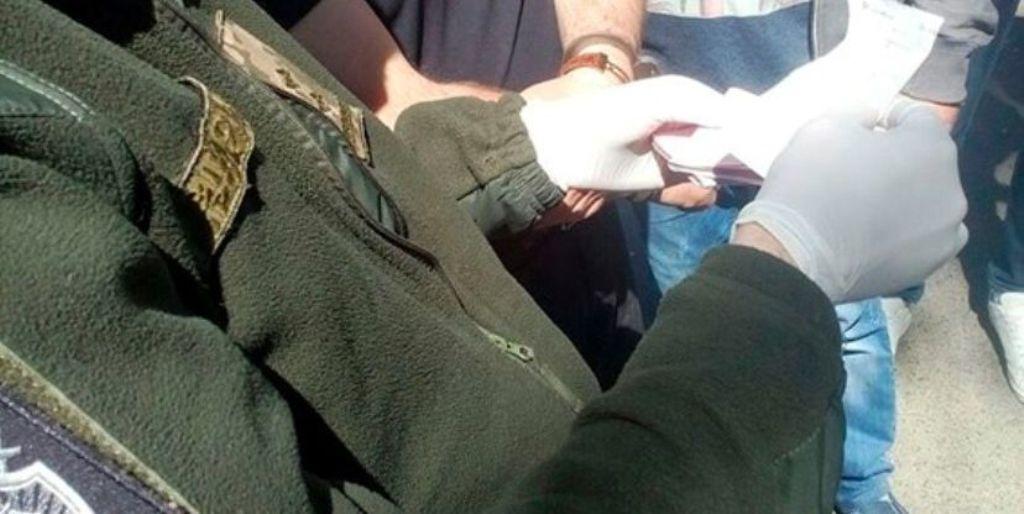 Без Купюр Військова прокуратура на здирництві затримала двох поліцейських у Кіровоградській області. ФОТО Корупція  поліція Кропивницький здирництво затримання військова прокуратура