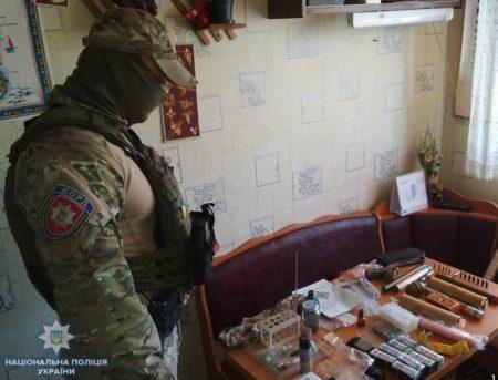 У жителя Кропивницького знайшли вибухівку та наркотики, які він зберігав для власного вживання.ФОТО