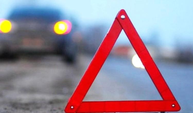 """Без Купюр У Кропивницькому """"Mitsubishi"""" в'їхав у припаркований ЗАЗ Події  Патрульна поліція Кропивницький ДТП"""