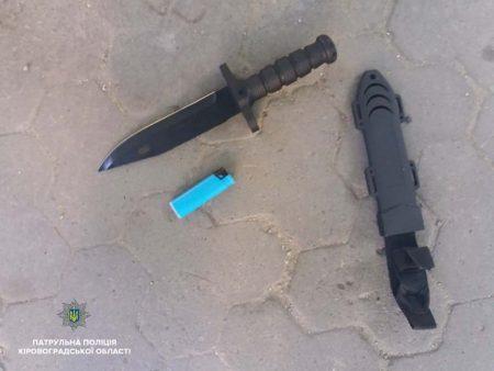 Патрульні затримала чоловіка, який ймовірно вдарив іншого ножем.ФОТО