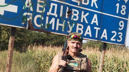 У Кропивницькому попрощаються з Миколою Метлінським, який під час артобстрілу прикрив собою доньку. ФОТО