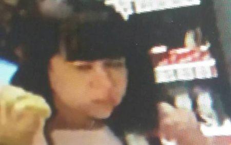 У жительки Кропивницького в магазині жінка вкрала iPhone. ВІДЕО
