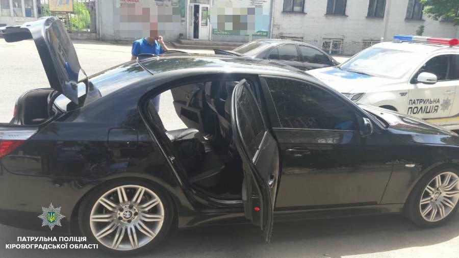 Без Купюр У Кропивницькому патрульні по гарячим слідам знайшли вкрадене BMW. ФОТО За кермом  поліція Патрульна поліція Кропивницький викрадення авто BMW