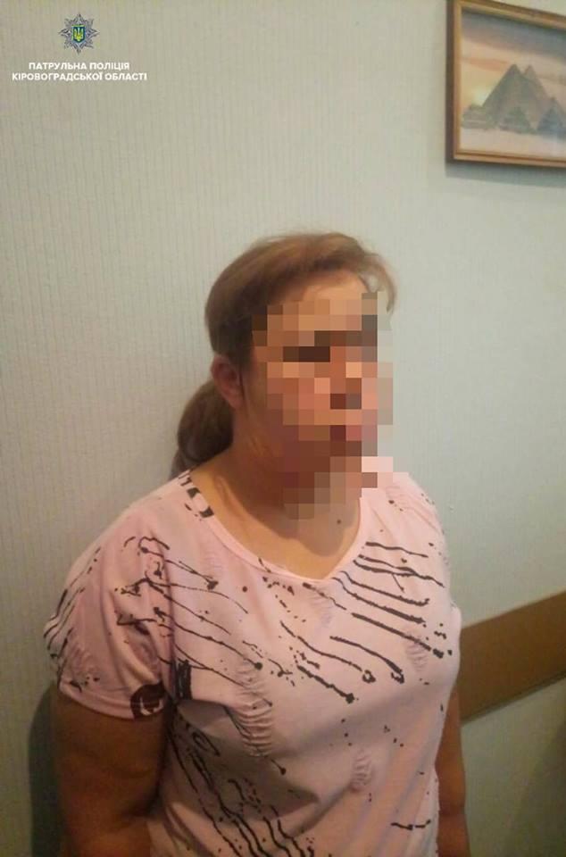 Без Купюр У Кропивницькому громадяни допомогли затримати ймовірну крадійку телефонів Кримінал  Патрульна поліція Кропивницький крадійка телефонів злочин