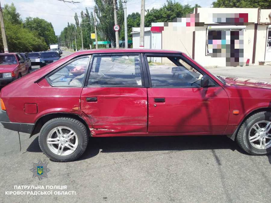 Без Купюр У Кропивницькому при зіткненні двох автомобілів постраждало двоє людей. ФОТО За кермом  Патрульна поліція Кропивницький ДТП