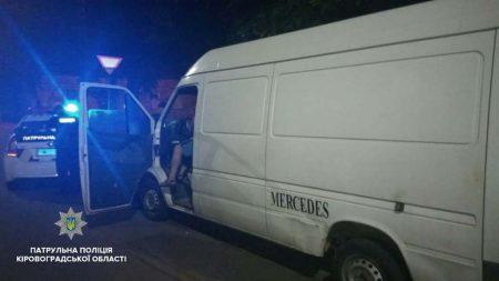У Кропивницькому в двох водіїв на підпитку патрульні знайшли зброю. ФОТО