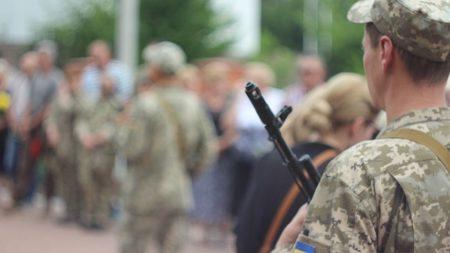 У Кропивницькому попрощалися з Артуром Федосенком, життя якого обірвала куля снайпера. ФОТО