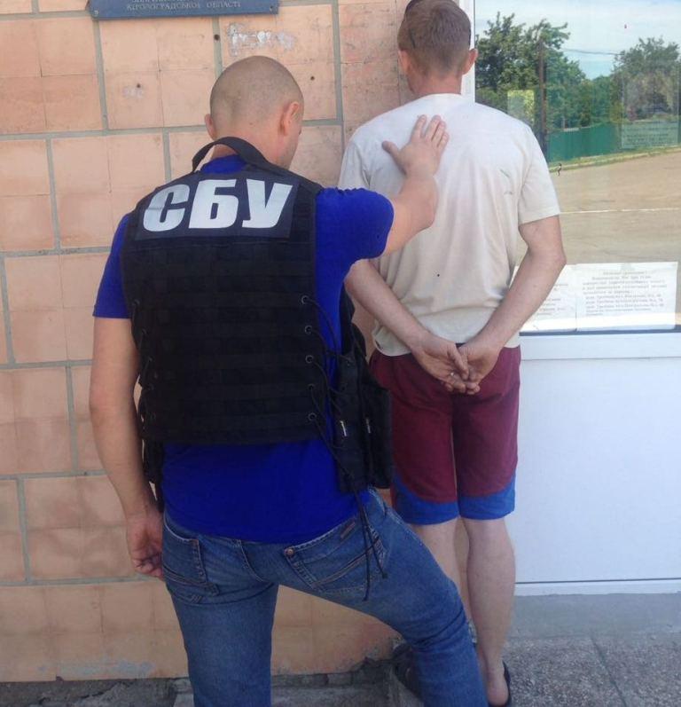 На Кіровоградщині за підозрою у вимаганні хабара затримали землевпорядника і депутата. ФОТО - 3 - Корупція - Без Купюр