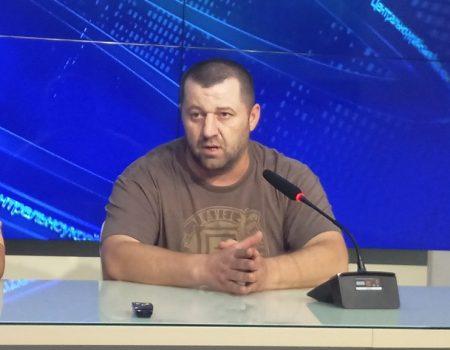 Чоловік, якого депутат міськради звинуватив у побитті, пояснив «розбірки» із земельною комісією. ВІДЕО