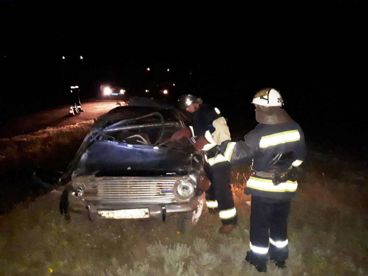 У Долинському районі перекинувся ВАЗ 2101, водій загинув. ФОТО - 4 - За кермом - Без Купюр