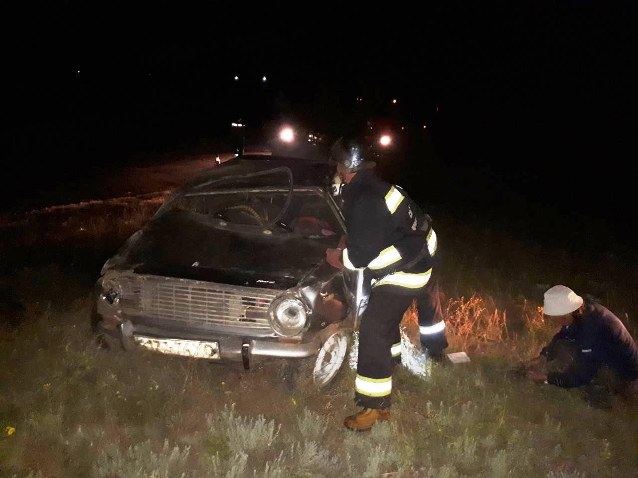 У Долинському районі перекинувся ВАЗ 2101, водій загинув. ФОТО - 3 - За кермом - Без Купюр