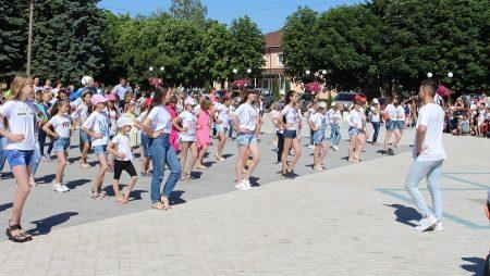 В ОТГ на Кіровоградщині провели масштабний танцювальний флешмоб. ВІДЕО
