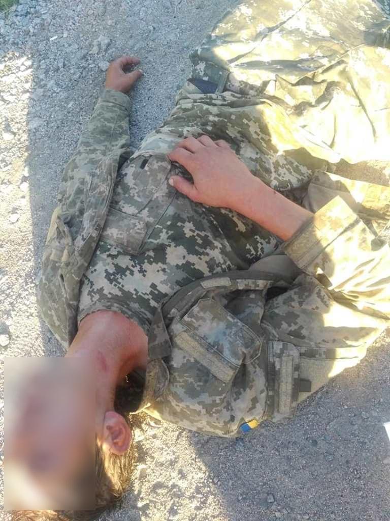 Без Купюр Чоловік у військовій формі, якого знайшли на узбіччі під Кропивницьким, відмовився від меддопомоги. ФОТО Життя  поліція Патрульна поліція Кропивницький військові Аварія