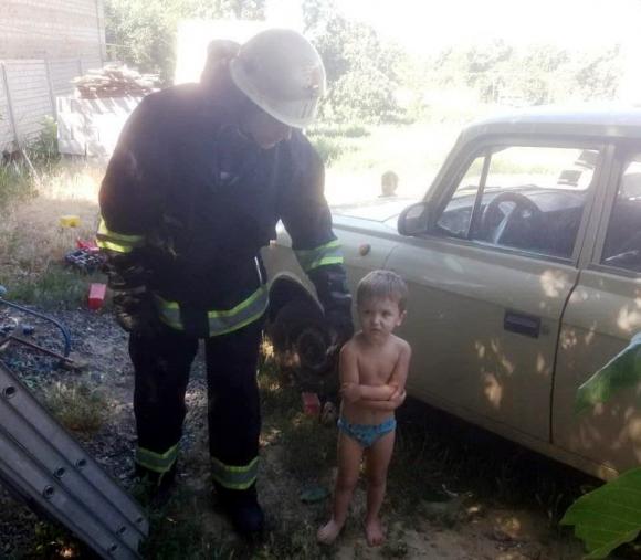 Без Купюр В Олександрії 9-річна дівчинка викликала рятувальників для 3-річного братика. ФОТО Життя  рятувальники Олександрія Кіровоградщина діти