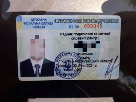 """У Кропивницькому затримали фіскала, підозрюваного у вимаганні """"данини"""" з власниці кав'ярні"""