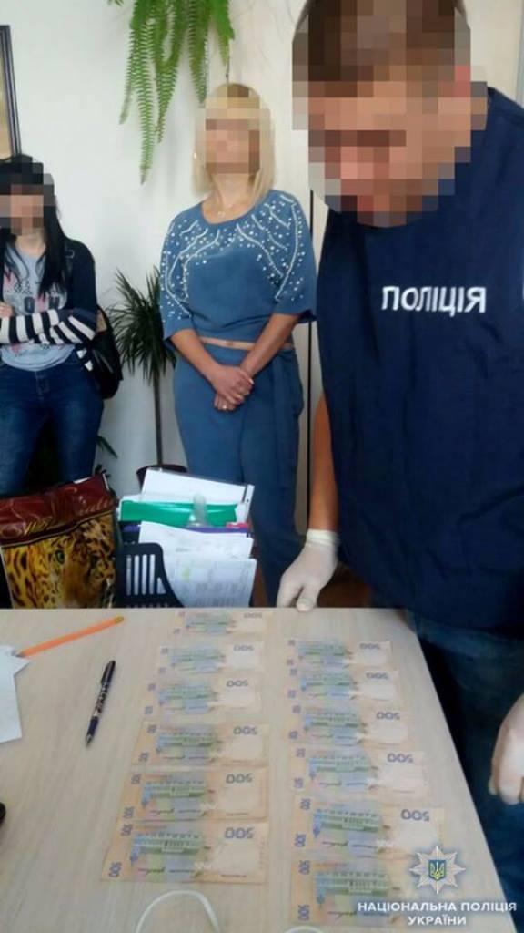 Чиновницю Кіровоградської ОДА затримали за підозрою в хабарництві. ФОТО - 3 - Корупція - Без Купюр